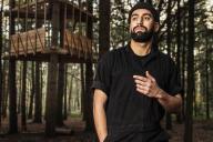 Feda Wardak, architecte de 29 ans, a créé son agence. Il pose ici en forêt de Bondy (Seine-Saint-Denis) où il réalise une installation