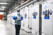 Des «super-congélateurs» abritant le candidat vaccin de Pfizer et BioNTech, dans l'usine de Puurs, en Belgique.