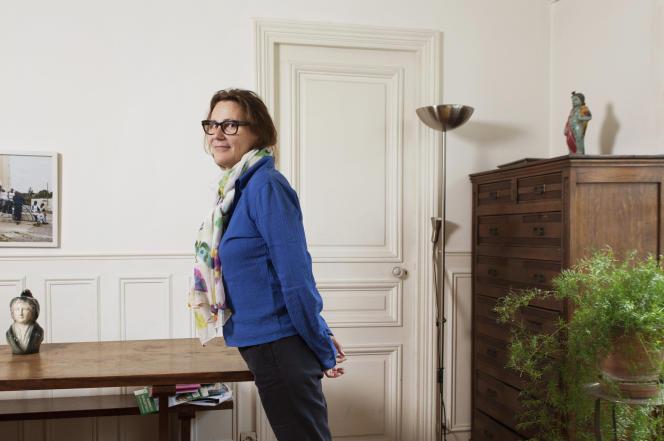 Marie Desplechin, aînée de la fratrie d'artistes originaire de Roubaix (Nord), chez elle, en 2016.