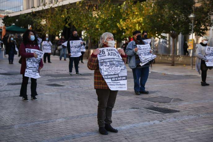 Manifestation le 26 novembre à Athènes, à l'occasion d'une grève générale dans les services publics pour demander le recrutement de soignants.