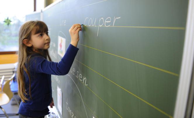 Une élève à l'école élémentaire deVoelklingen, en Allemagne, en février 2014.
