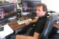 Le réalisateur de « Hold-up», Pierre Barnérias, posant dans les locaux de sa société de production.