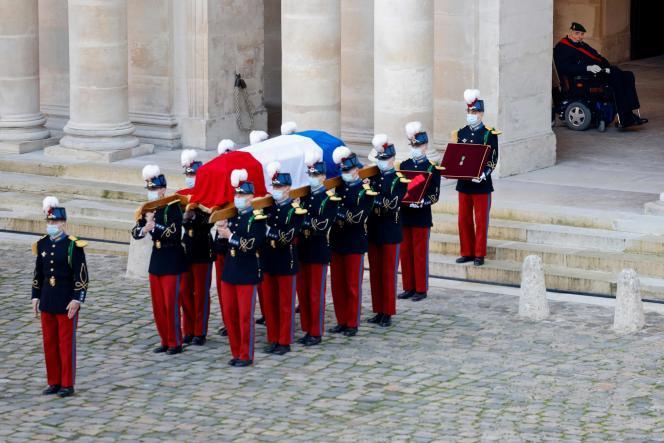 Hubert Germain, le dernier Compagnon de la Libération, accompagne le cercueil de Daniel Cordier.
