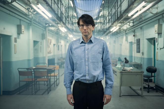 Le tueur en série Dennis Nilsen. interprété par David Tennant.