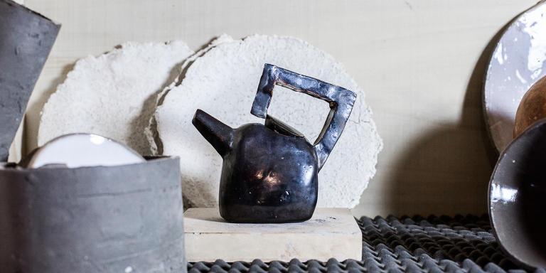 Le 20 novembre 2020 à Annay-sur-Serein dans l'Yonne. Chez Frederick Gautier, céramiste. Objets entreposés dans l'atelier.