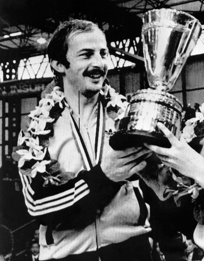 Jacques Secrétin a remporté la finale de la compétition de double mixte des Championnats du monde, à Birmingham, le 5avril 1977.