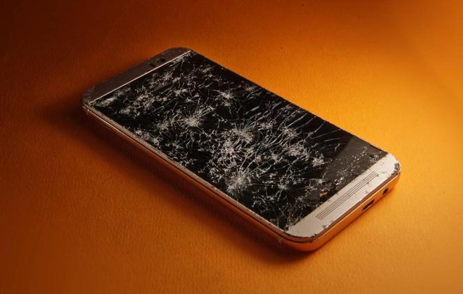 Changer un écran de smartphone fait partie des réparations les plus courantes.