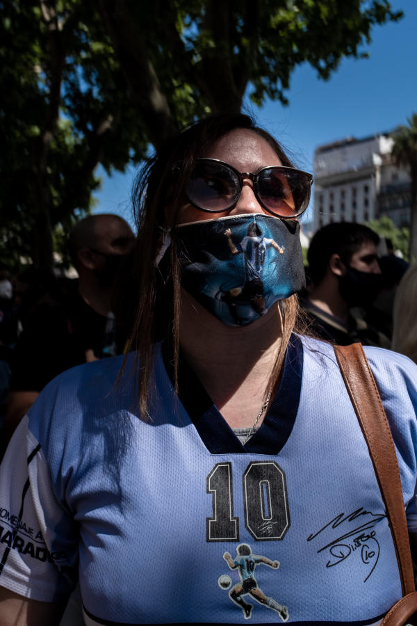 After the death of Diego Maradona, a chaotic day of tributes in Argentina