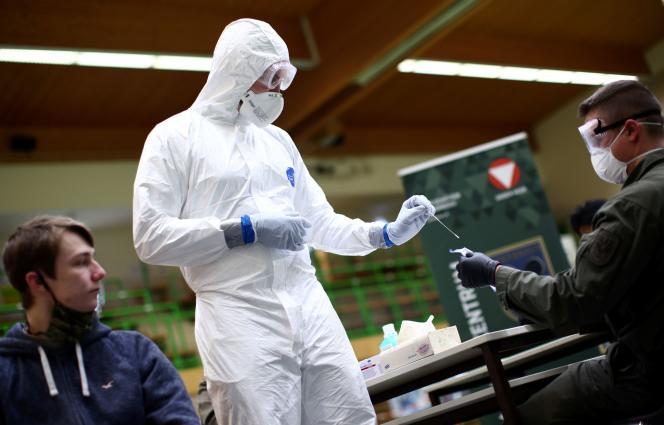 Test de dépistage du Covid-19 le 27 novembre à Korneuburg, en Autriche.