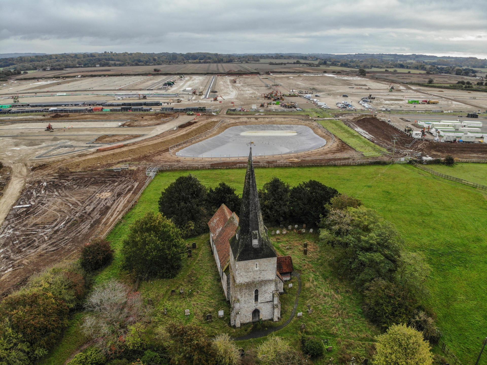 L'église St Mary, à Sevington, à proximité du chantier du parking, le 17 octobre 2020.