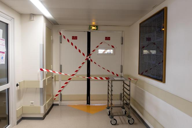 Dans un couloir du service de réanimation Covid de l'hôpital de la Pitié-Salpêtrière AP-HP, le 17 septembre à Paris.