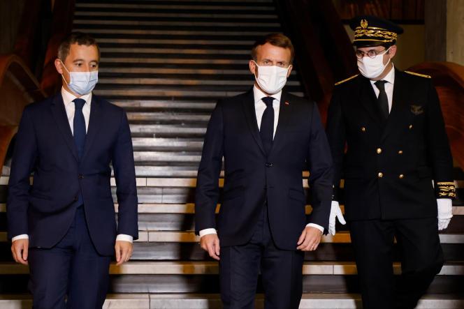 Emmanuel Macron, avec Gerald Darmanin et le préfet de Seine-Saint-Denis, le 20 octobre.