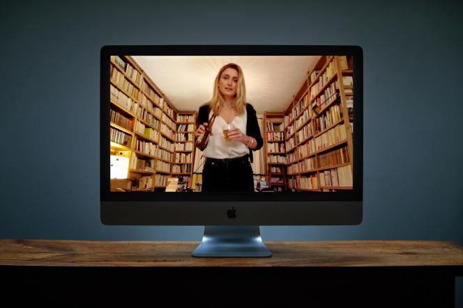 Julie Gayet chez elle, à Paris, le 20 novembre. Portrait réalisé via le logiciel Zoom.