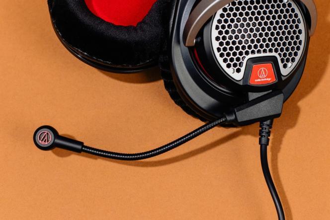 Le micro de l'ATH-PDG1 est réglable et amovible, bien qu'il soit intégré au câble 3,55mm.