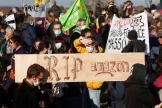 Des manifestants à Montbert, près de Nantes, le 28 novembre 2020.
