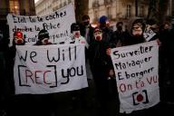 Des activistes et des journalistes manifestent contre la loi « sécurité globale», le 27 novembre à Nantes.