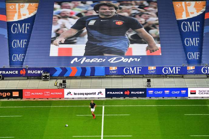 Le portrait de l'ancien international français Christophe Domicini, décédé cette semaine, a été affiché dans les tribunes du Stade de France pour le match contre l'Italie.