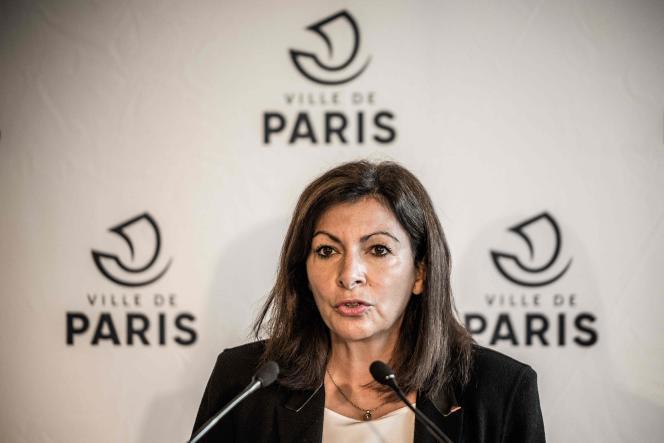 La maire de Paris, Anne Hidalgo, en conférence de presse, le 29 octobre à Paris.