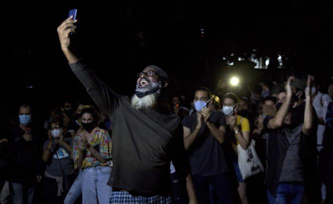 Manifestation devant le ministère de la culture, à La Havane, vendredi 27 novembre.