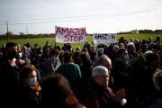 Manifestation contre la construction d'uneplate-formelogistique Amazon, le 17novembre à Montbert (Loire-Atlantique).