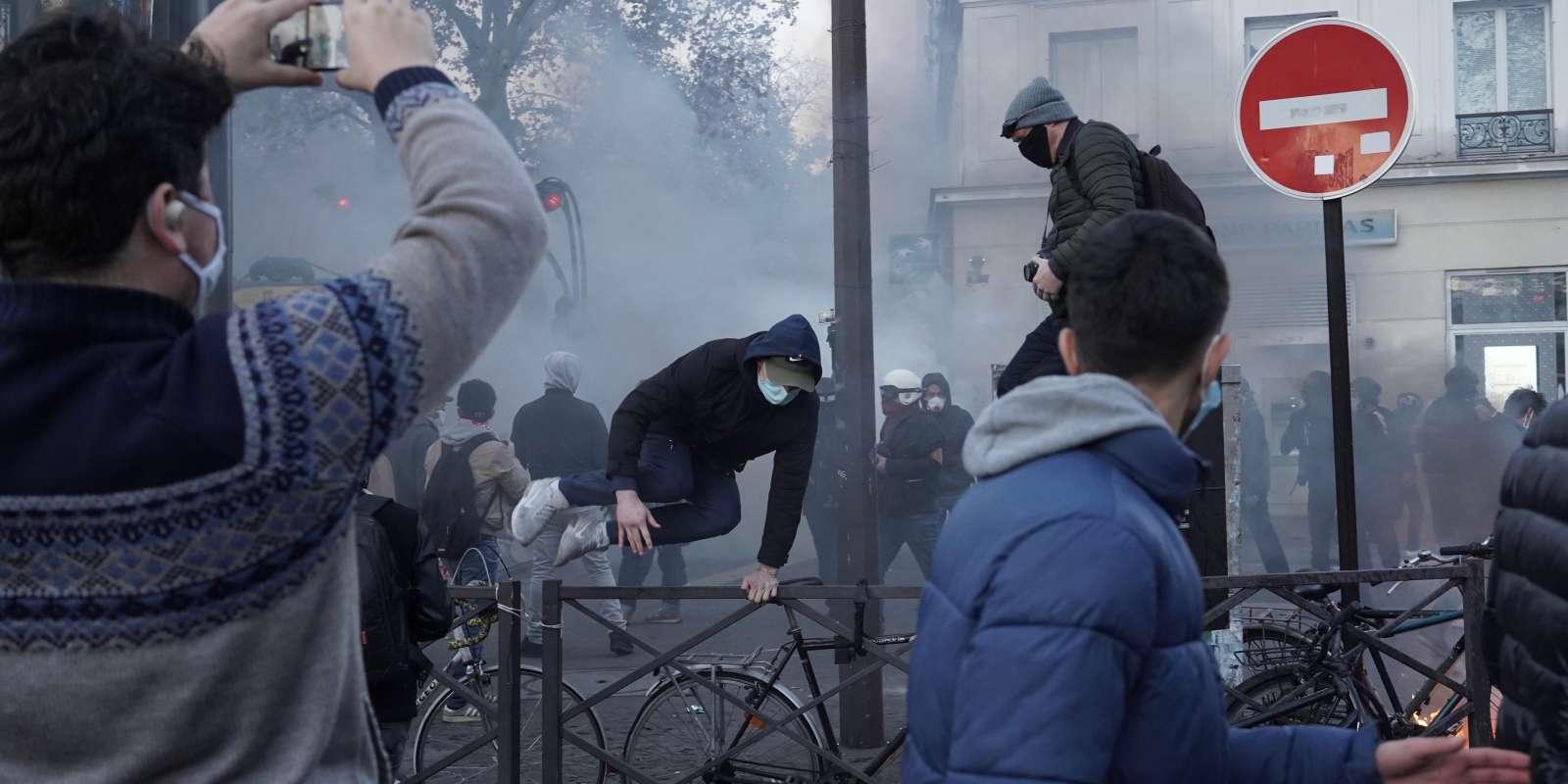 Sur la place de la Bastille à Paris, lors de la manifestation contre laloi «sécurité globale» le 28 novembre.