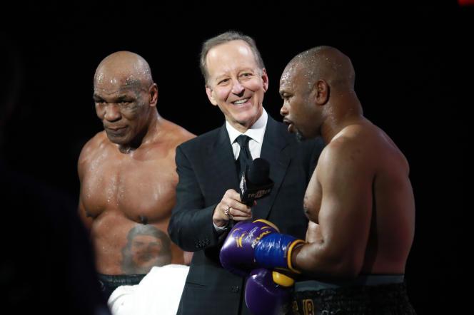 Le 28 novembre 2020, à Los Angeles, Mike Tyson et Roy Jones Jr. sont interviewés après leur combat de boxe pour la ceinture de la WBC Frontline au Staples Center.