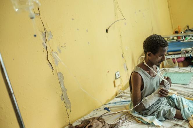 Un survivant du massacre deMaïkadra,dans un hôpital à Gondar (Ethiopie), le 20 novembre.