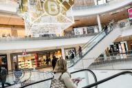 Au centre Beaugrenelle, jour de la réouverture des magasins, le 28 novembre à Paris.