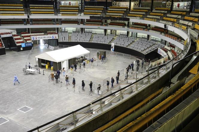 Au palais des sports à Lyon, reconverti en site de tests du Covid-19, le 13 octobre.