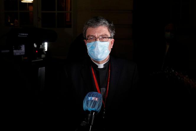 Le chef de file de l'épiscopat, Eric de Moulins-Beaufort, après une réunion avec le premier ministre et le ministre de l'intérieur, le 29 novembre.