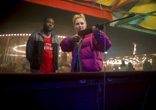 Dipo Ola et Hermione Corfield dans « We Hunt Together», série créée par Gaby Hull et Carl Tibbetts.