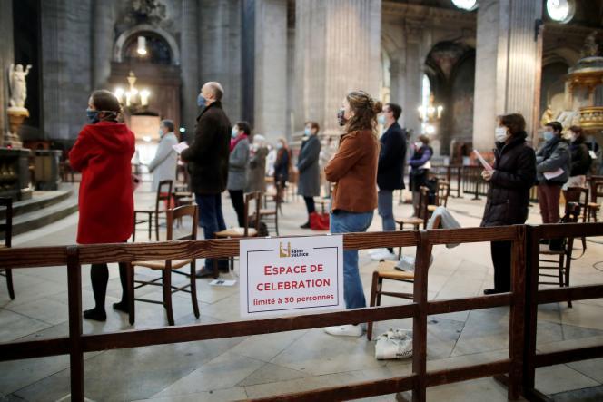 Une messe dans l'église Saint-Sulpice, le 29 novembre à Paris.