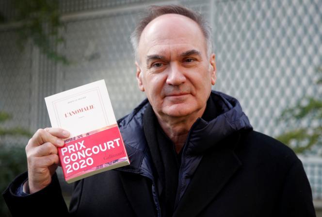 Hervé Le Tellier après avoir reçu le prix Goncourt pour « L'Anomalie», le 30 novembre 2020.