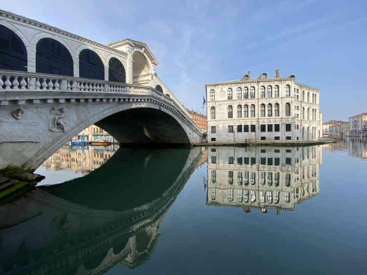 «Choc absolu! Face à moi, le Palazzo des Camerlenghi et le Rialto s'élèvent des eaux en silence. Ce palais a été construit pour que, de chaque fenêtre, on puisse voir le Grand Canal!»