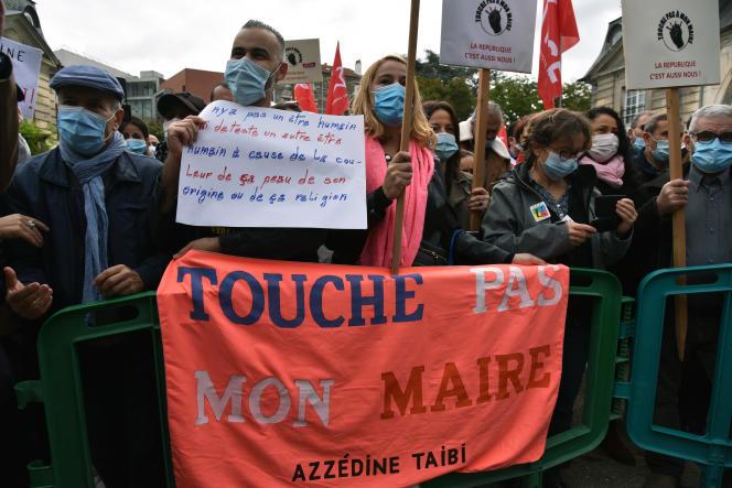 Manifestation de soutien au maire de Stains (Seine-Saint-Denis), Azzédine Taibi, le 26 septembre.
