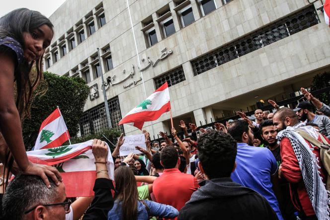 Manifestation contre la corruption, devant la Banque centrale du Liban, le 24 octobre 2019 à Beyrouth.