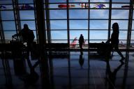 Dans un aéroport, avant les fêtes de Thanksgiving, le 25 novembre à Arlington (Virginie).