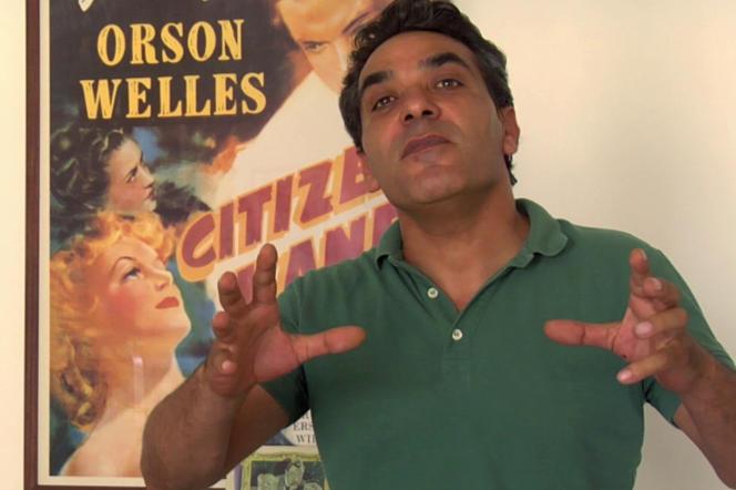 Le comédien Fadi Abi Samra imitant l'un de sesprofesseurs dans «Un jour sans lendemain», deMohamed Soueid.