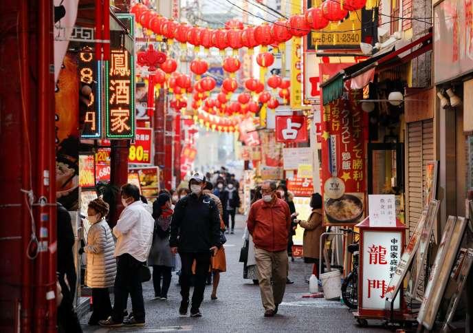 Dans une rue de Yokohama, le 1er décembre au Japon.