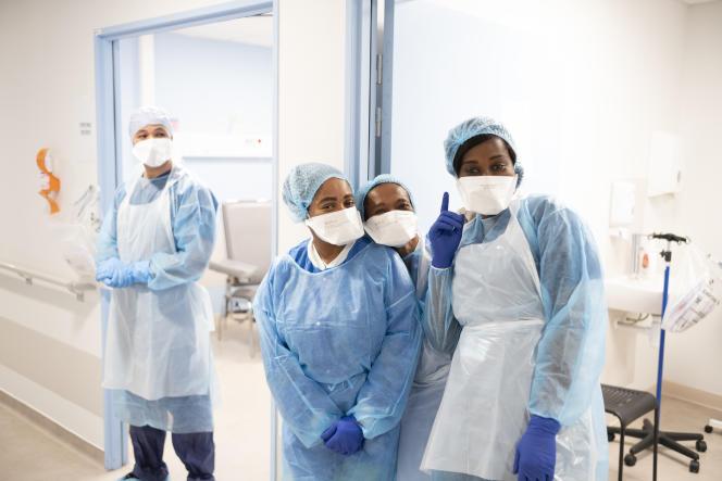 Les aides soignantes qui procèdent aux tests PCR dans des salles de prélèvements de l'IHU de Marseille.