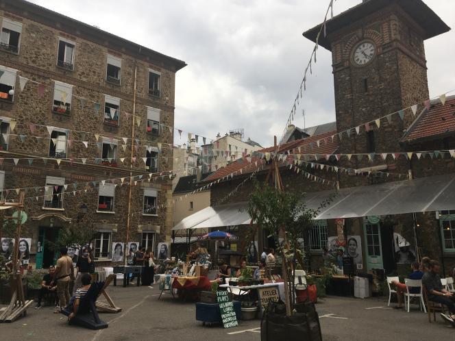 Dans le 16e arrondissement de Paris,le projet d'occupation temporaire les Cinq toits porté par l'Association Aurore en partenariat avec Plateau Urbain, accueille 350 demandeurs d'asile, réfugiés et personnes isolées, et 40 artisans, artistes, entrepreneurs sociaux et acteurs.