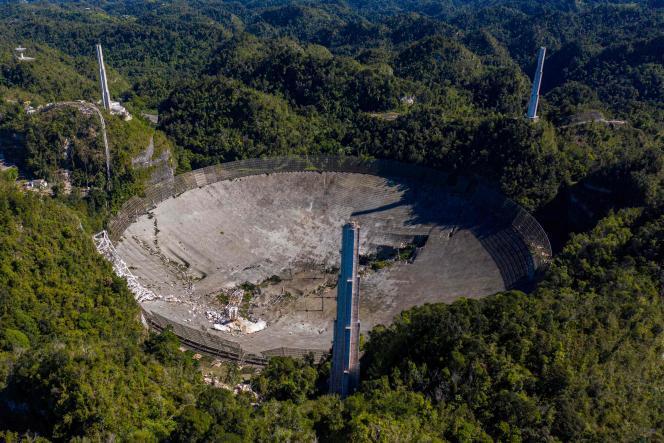 Le téléscope géant d'Arecibo après son effondrement, à Porto Rico, le 1erdécembre2020.
