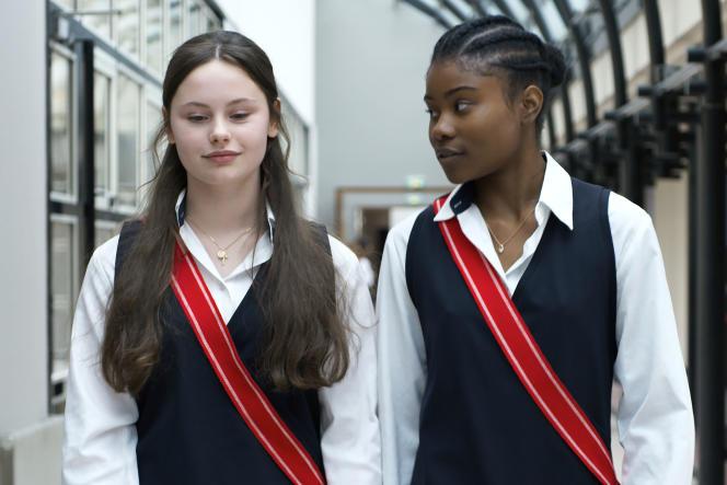 Louise Labeque et Wislanda Louimat dans « Zombi Child », de Bertrand Bonello.