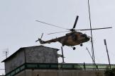 Un hélicoptère des forces aériennes afghanes survole Kaboul, le 31 juillet 2017.