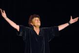 La chanteuse Anne Sylvestre le 4novembre 2003 sur la scène de l'Auditorium Saint-Germain à Paris.