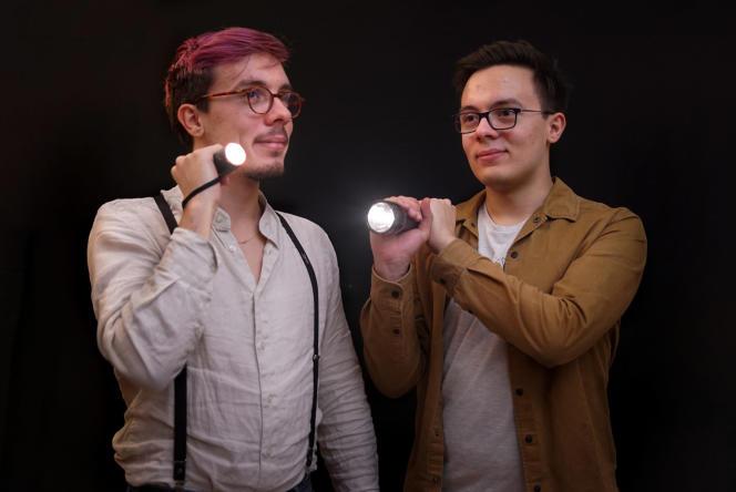 Tom (à gauche) et Nathan Lévêque, auteurs d'« En quête d'un grand peut-être».