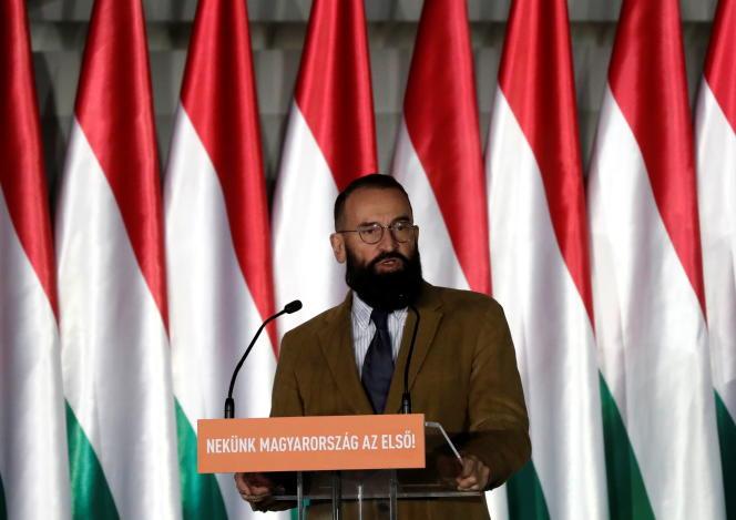 Jozsef Szajer lors d'un événement de campagne du Fidesz en amont des élections européennes, à Budapest, en avril 2019.