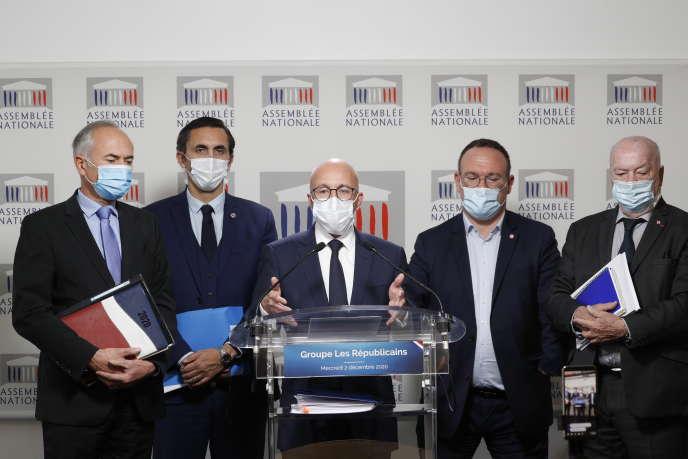 Conférence de presse de la remise du rapport de la commission d'enquête parlementaire de l'Assemblée nationale sur la gestion de la crise sanitaire, à Paris, le 2décembre.