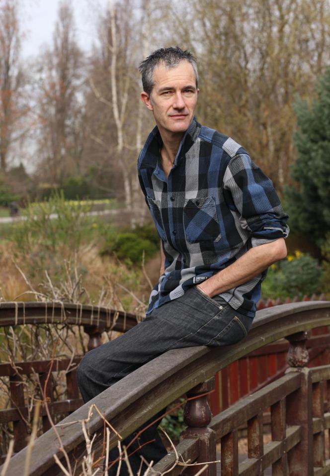 L'écrivain Geoff Dyer, dans Regent's Park, à Londres, en2009.