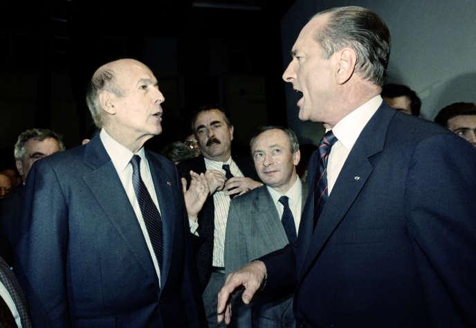 Valéry Giscard d'Estaing et Jacques Chirac, alors premier ministre et candidat à l'élection présidentielle, à Aulnat (Puy-de-Dôme), le 6 mai 1988.